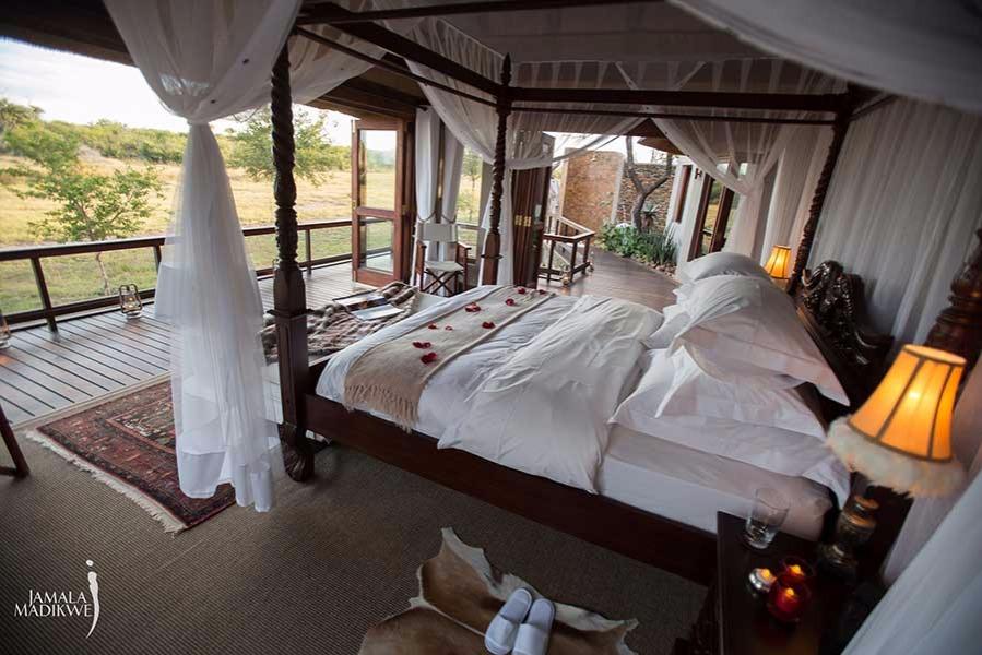 10 Guests - (2 Guests sharing per Villa)